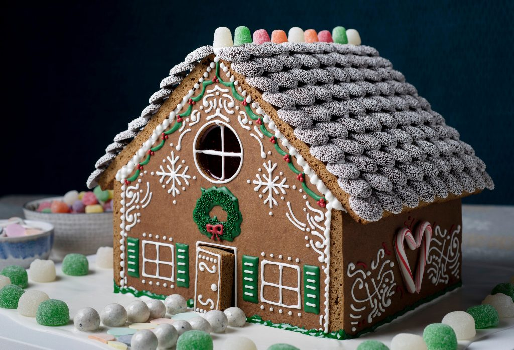 Family Gingerbread House Decorating Galt Country Club